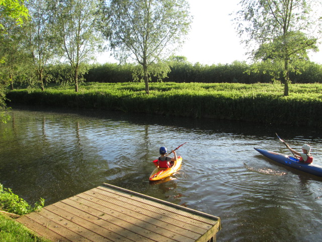 Cubs Kayaking on the River Stour